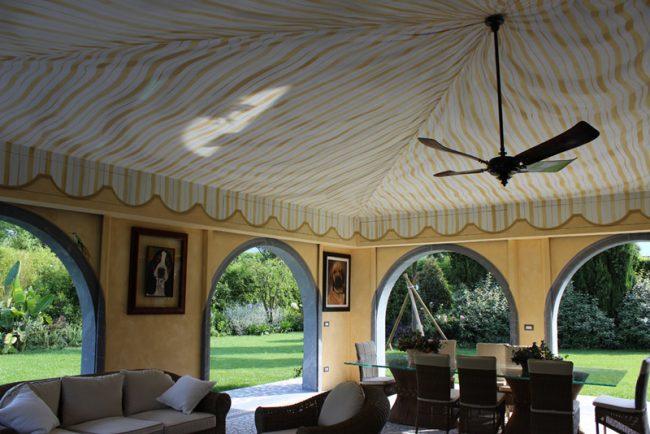 Trompe l'Oeils - Maurizio Magretti - veranda con finto tendaggio sul soffitto