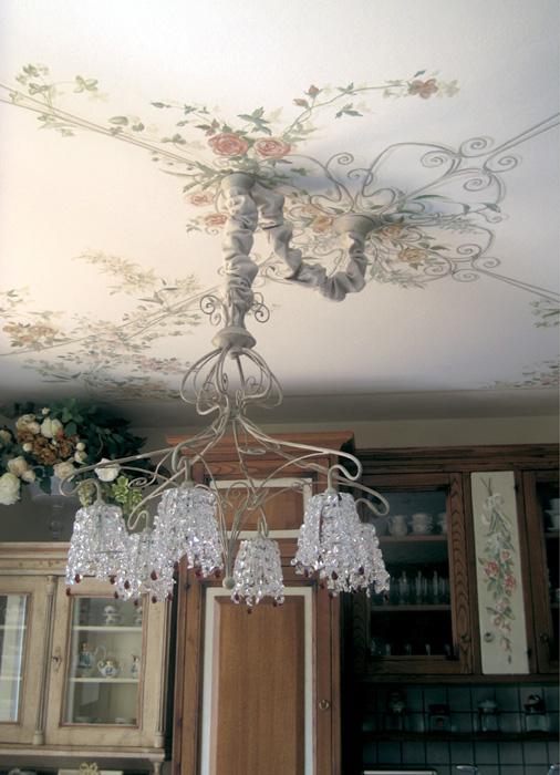 Finto gazebo con forme simili al lampadario