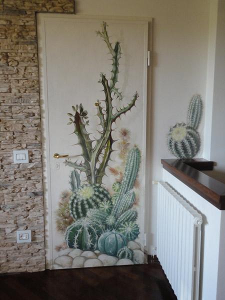 Decori con piante grasse sulla porta - Maurizio Magretti