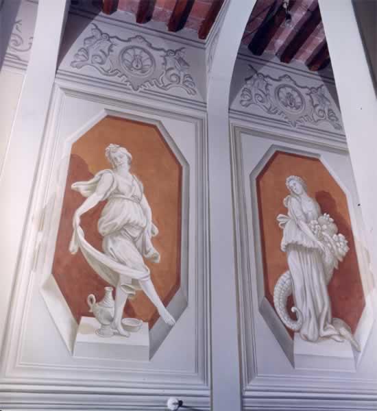 Decori boiserie con statue e foglie d'acanto - Fauglia (PI)