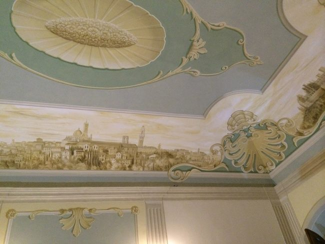 Villa privata a Poggibonsi - decori su soffitto e pareti con città circostanti