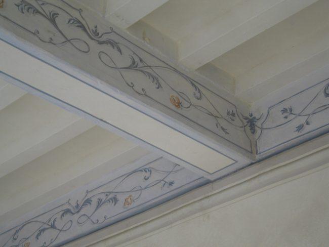 Decori su soffitti con travi e travicelli