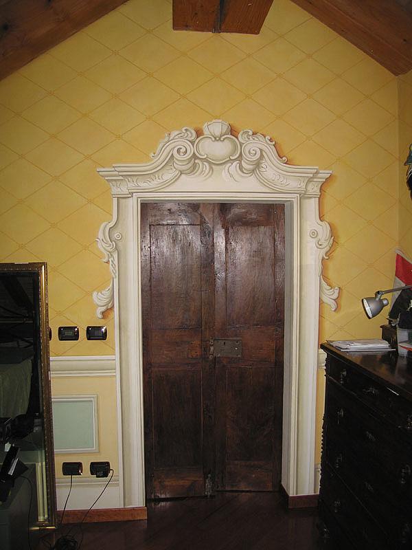 parete finto decoro portale